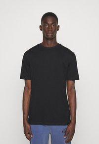 Newport Bay Sailing Club - CORE 3 PACK - T-shirt basic - khaki, black, white - 3