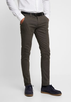 CLASSIC WITH BELT - Chinos - dark army