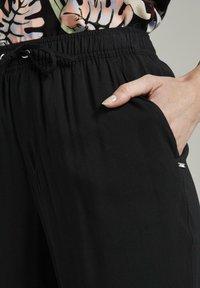 TOM TAILOR DENIM - Trousers - deep black - 5