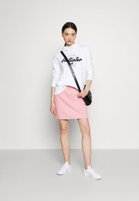 Hollister Co. - CHAIN TECH - Sweatshirt - white - 1