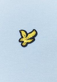 Lyle & Scott - PLAIN - T-shirt basic - light blue - 2