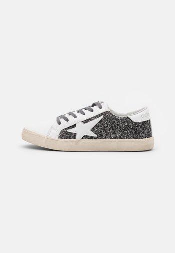 CITY - Trainers - glitter grey