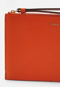 Furla - BABYLON ENVELOPE - Clutch - orange - 3