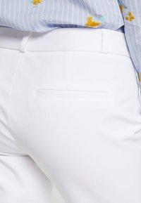 Banana Republic - SLOAN SOLID - Spodnie materiałowe - white - 5