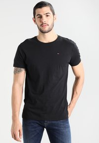 Tommy Jeans - ORIGINAL TEE REGULAR FIT - Jednoduché triko - black - 0