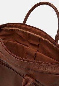 Pier One - Briefcase - cognac - 2