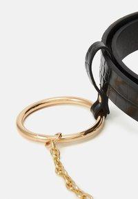 Pieces - PCONITA WAIST BELT - Waist belt - black/gold-coloured - 3