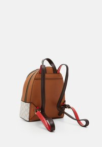 River Island - MONOGRAM WEBBING PACKPACK - Batoh - white/brown - 2