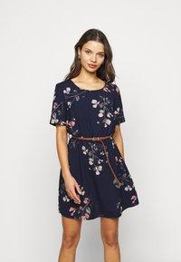 Vero Moda Petite - VMANNIE BELT SHORT DRESS - Day dress - night sky/hallie - 0