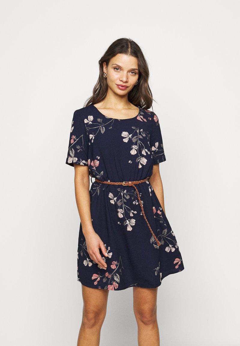 Vero Moda Petite - VMANNIE BELT SHORT DRESS - Day dress - night sky/hallie