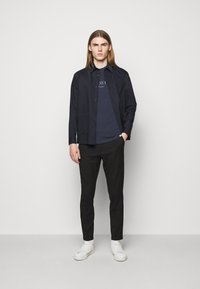 Les Deux - AMALFI  - Print T-shirt - dark navy - 1