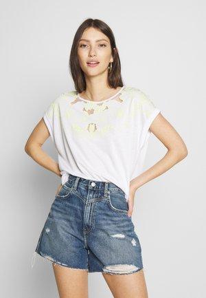 AGHA - Print T-shirt - optwhi