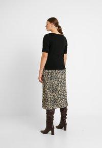 Lauren Ralph Lauren Woman - JUDY ELBOW SLEEVE - Basic T-shirt - black - 2