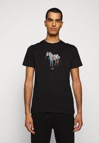 PS Paul Smith - MENS SLIM FIT ZEBRA CLIMB - Print T-shirt - black - 0