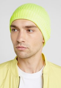 CLOSED - Bonnet - fluo yellow - 1