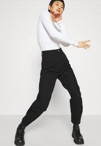Gestuz - DEBORA - Relaxed fit jeans - black - 3