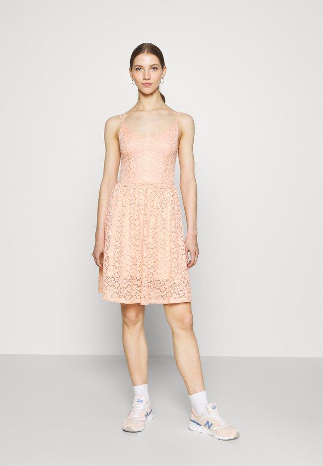 ONLNEW ALBA SMOCK MIX DRESS - Vestido de cóctel - peach melba