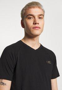 EA7 Emporio Armani - T-shirts print - black - 3