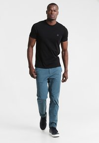 Marc O'Polo - C-NECK - T-Shirt basic - black - 1