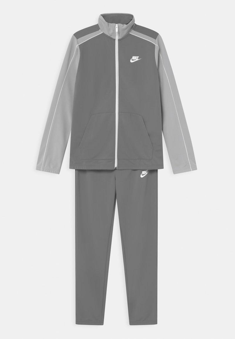 Nike Sportswear - FUTURA SET UNISEX - Chándal - smoke grey/light smoke grey/white