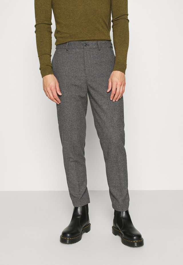 SLHSLIMTAPERED THEO PANTS - Pantalones - grey/houndstooth