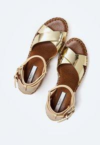 Pepe Jeans - WITNEY COLLAR - Platform sandals - gold - 2