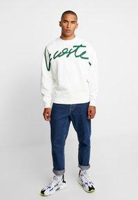 Lacoste LIVE - Sweatshirt - flour/green - 1