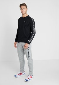 Champion - LONG SLEEVE CREWNECK  - Långärmad tröja - black - 1