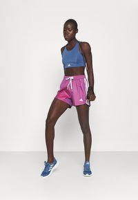 adidas Performance - Pantalón corto de deporte - semi night flash - 1