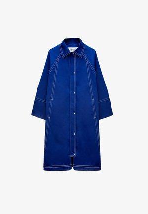 Trenchcoat - neon blue