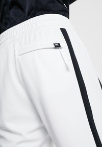 Nike Sportswear - AIR PANT - Træningsbukser - summit white/summit white/black - 6