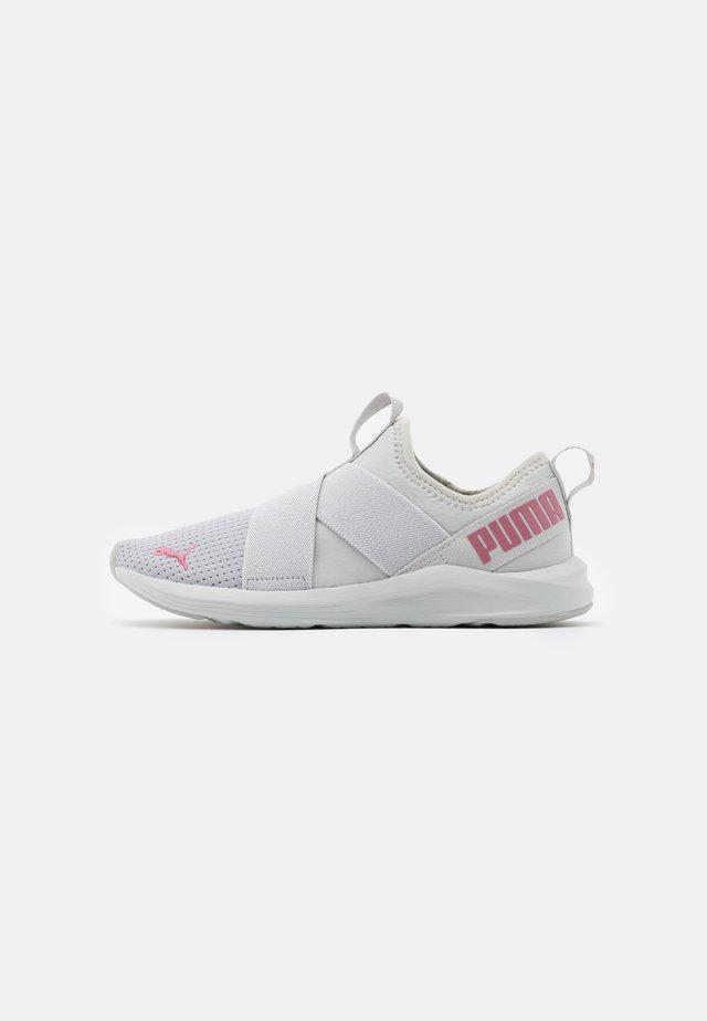 PROWL SLIP ON - Zapatillas de entrenamiento - gray violet/foxglove