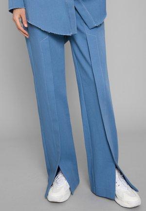 HAVVA - Flared Jeans - blue