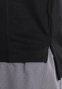 Nike Performance - DRY MILER - Basic T-shirt - black/reflective silver - 4