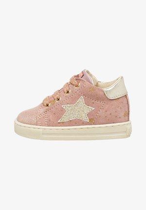 SASHA MIT PLATINFARBENEM S - Baby shoes - rosa