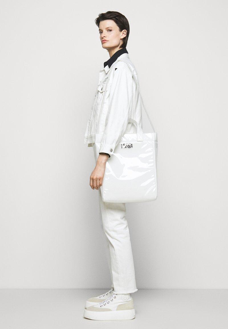 MM6 Maison Margiela - BORSA MANO - Tote bag - trasparent