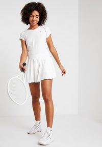 K-SWISS - HYPERCOURT SKIRT - Sportovní sukně - white - 1