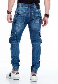 Cipo & Baxx - MIT CARGOTASCHEN - Slim fit jeans - blue - 2