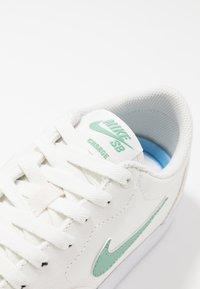 Nike SB - CHARGE - Baskets basses - sail/healing jade/white - 6