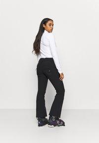 Roxy - CREEK SHORT - Zimní kalhoty - true black - 2