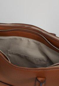 comma - PURE ELEGANCE HANDBAG - Briefcase - cognac - 4