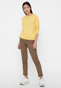 Vero Moda - VMDOFFY O NECK - Jumper - yellow - 1