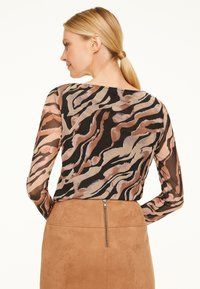 comma - Long sleeved top - black zebra lines - 1