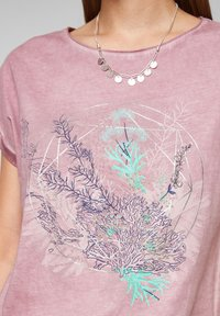 QS by s.Oliver - Print T-shirt - pink placed print - 5