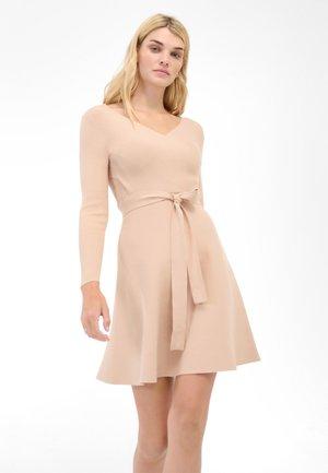 MIT V-AUSSCHNITT - Jumper dress - beige caro