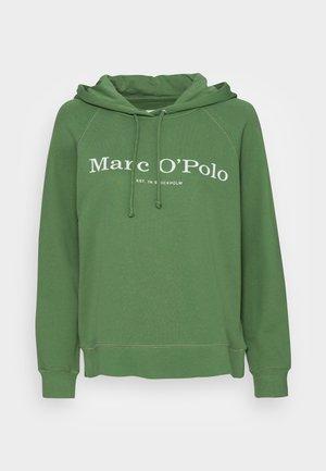 HOODED LOGO - Sweatshirt - meaedow grass
