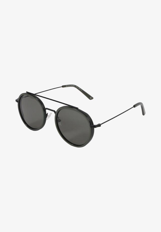 CASCAIS - Sunglasses - green
