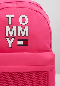 Tommy Hilfiger - KIDS BACKPACK - Batoh - pink - 2