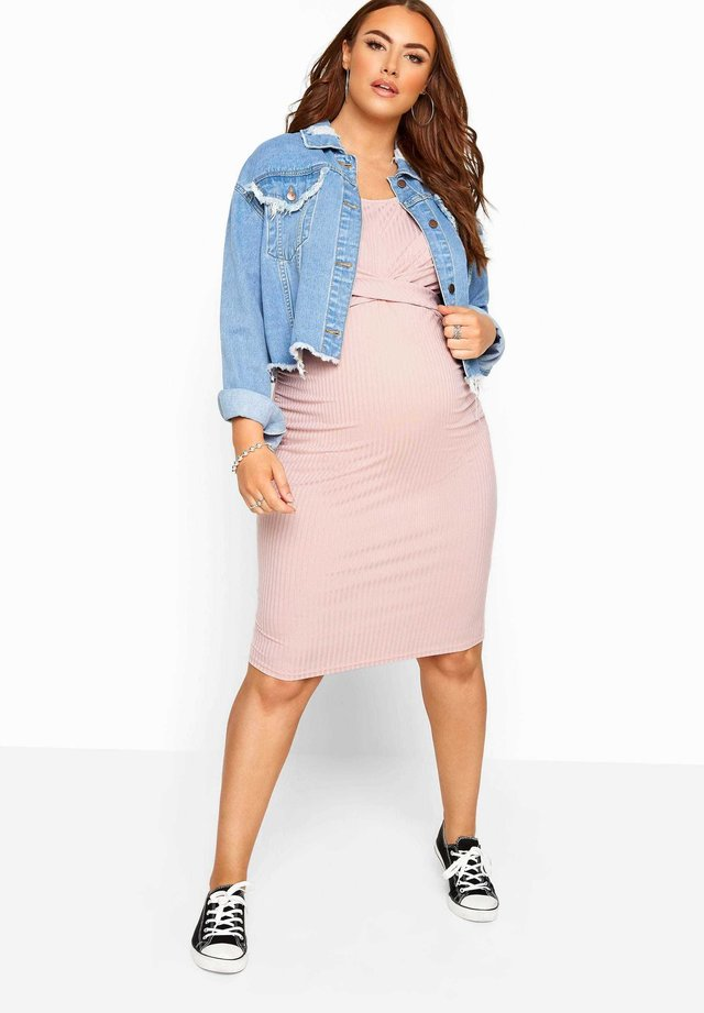 BUMP IT UP MATERNITY PINK RIBBED TWIST BODYCON - Jersey dress - pink
