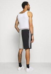 adidas Originals - BLOCKED UNISEX - Shorts - black - 2